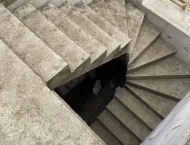П-образная, межэтажная, монолитная лестница. Деревня Лукошкино