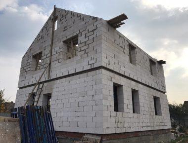 Почти закончили возведение второго этажа из газобетона в деревне Чиверево