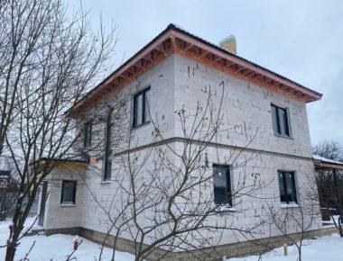 Боковой фасад построенного дома в деревне Лукошкино