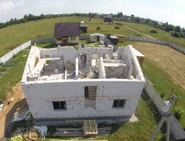 Строительство дома. Кладка второго этажа из газобетона на объекте в Бужаниново