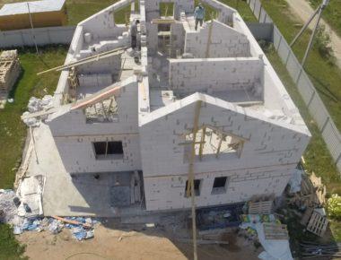 Строительство дома из газобетона кладка второго этажа Бужаниново