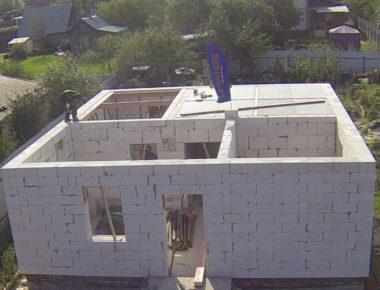 Завершили кладку и армирование блоков 1го этажа и устройство оконных перемычек
